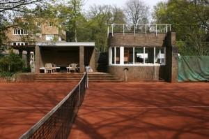 De tennisbaan bij De Wachter