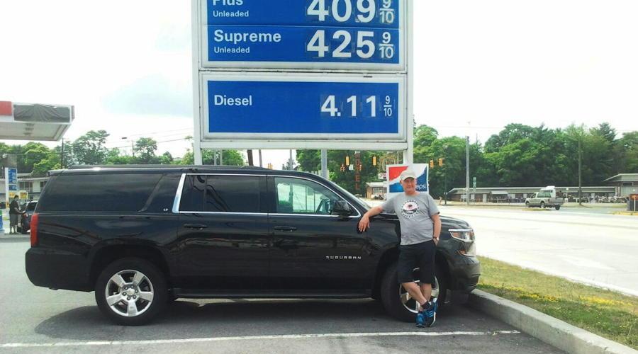 Met de Chevrolet Suburban op de parking