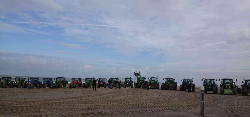 Het protest van de boeren voerde hen ook naar het strand bij Scheveningen.